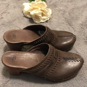 Ugg brown detailed leather clogs